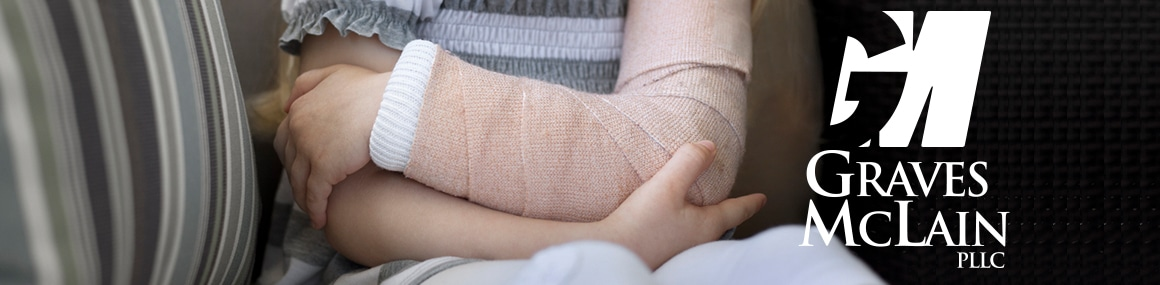 small girl with left arm in a cast